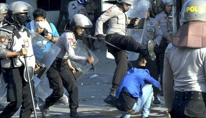 Ilustrasi Brutalitas Polisi